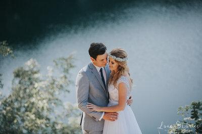 Zakochani skąpani w nadmorskim słońcu podczas swojej sesji ślubnej. Zapraszamy nad morze!