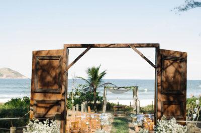 O casamento MEGA personalizado e original de Carolina & André, à tarde na Praia de Grumari