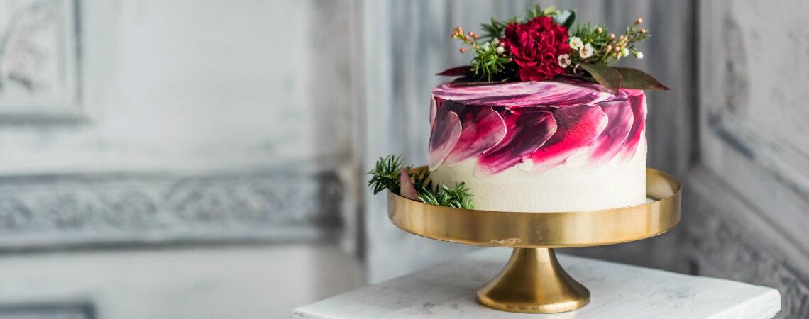 10 najgorętszych trendów w tortach ślubnych na rok 2018
