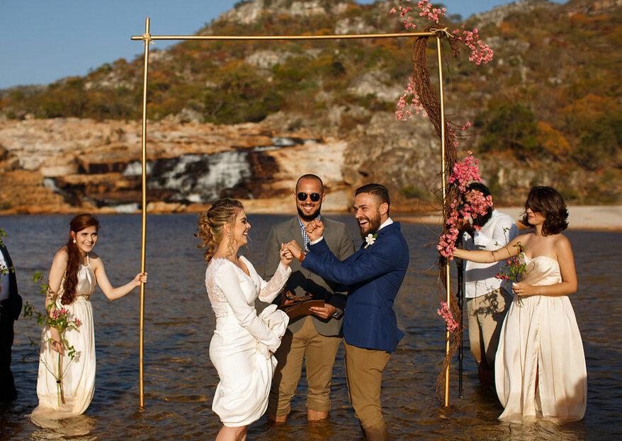 Mini wedding na cachoeira de Déborah e Guilherme: repleto de DIY, com pés na água, muito amor e uma simplicidade APAIXONANTE!!