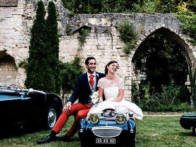 Aude et Émile : un joli mariage sur le thème des voitures anciennes à l'Abbaye de Longpont dans l'Aisne