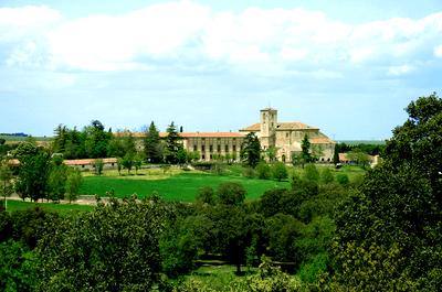 Elegancia, sofisticación y romanticismo: Celebra la boda de tus sueños en la Abadía de Párraces