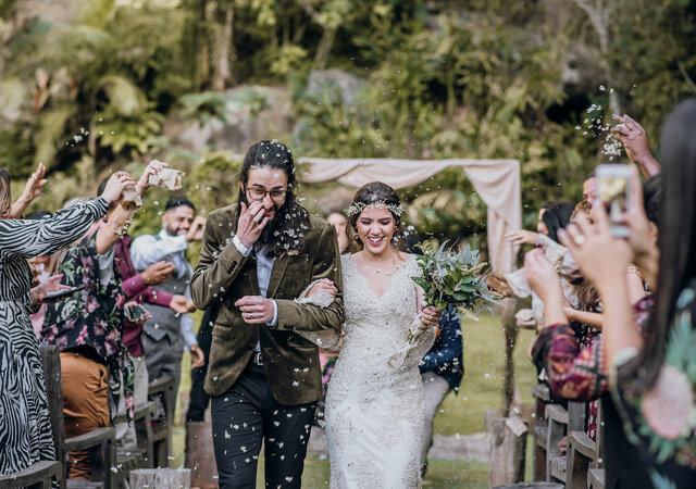 Casamento boho de Carol e Rafa: uma cerimônia linda com pitadas de elementos vikings e ares medievais.