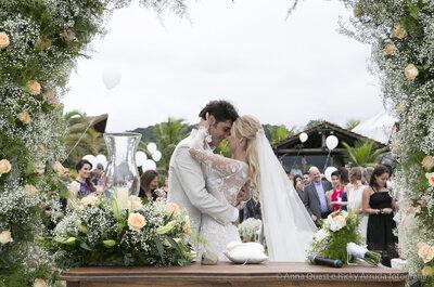 Casamento na praia de Natália & Eduardo: 3 dias de comemoração em Santa Catarina!