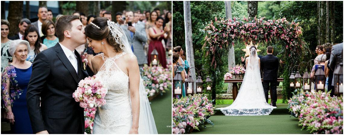 Casamento na fazenda de Fernanda & Eduardo: muito verde e flores em tons de rosa para uma celebração elegante e romântica