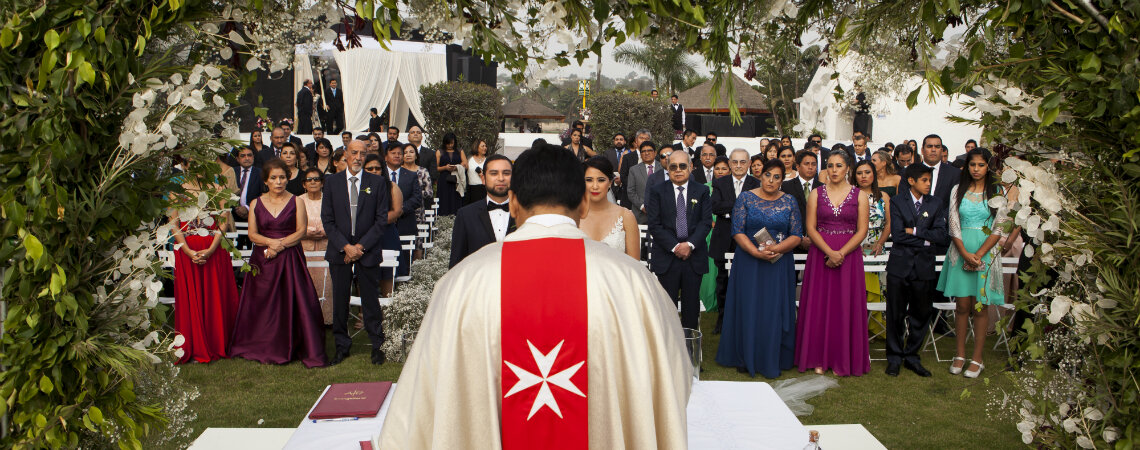 ¿Cómo elegir el sacerdote de mi boda religiosa? ¡Determinará el éxito de tu ceremonia católica!