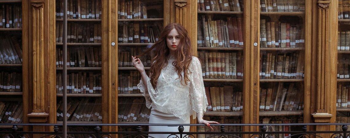 La lectora: una novia vintage que se deja enamorar por aires antiguos