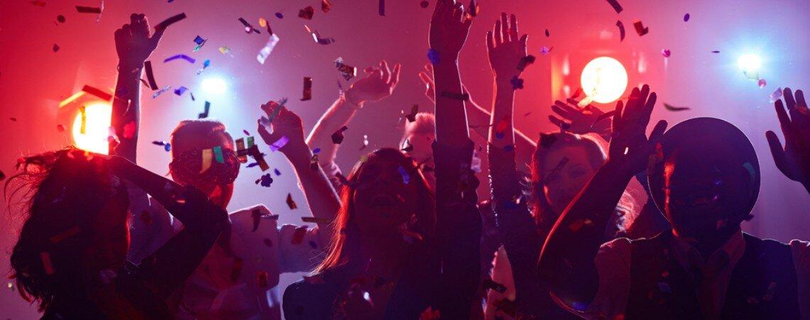 5 bonnes idées pour faire danser vos invités de 7 à 77 ans