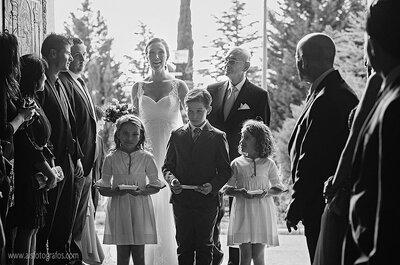 Vestidos de noiva soltos, sem volume e românticos: casamentos reais