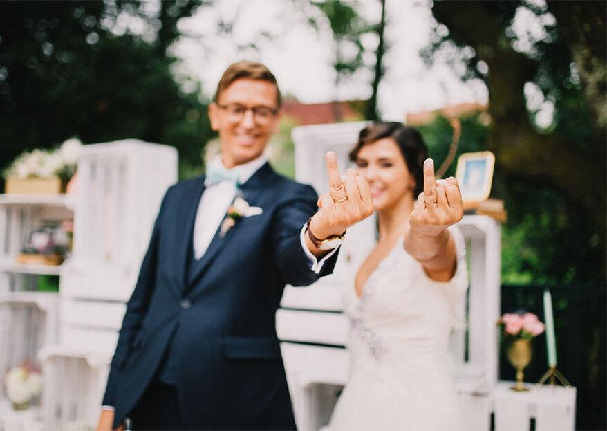 Em que mão devo colocar o anel de noivado e a aliança de casamento?
