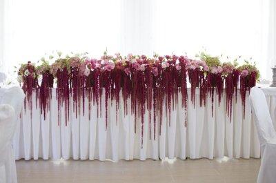 Bajkowa dekoracja weselna z amaranthusem w roli głównej