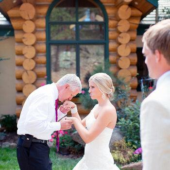 Entra al altar de la mano de la mejor compañia: tu padre, ¡feliz día!