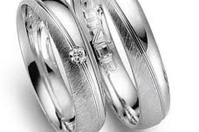 Zauberhafte Eheringe für eine zauberhafte Trauung online bestellen - hochzeitstrauringe.de