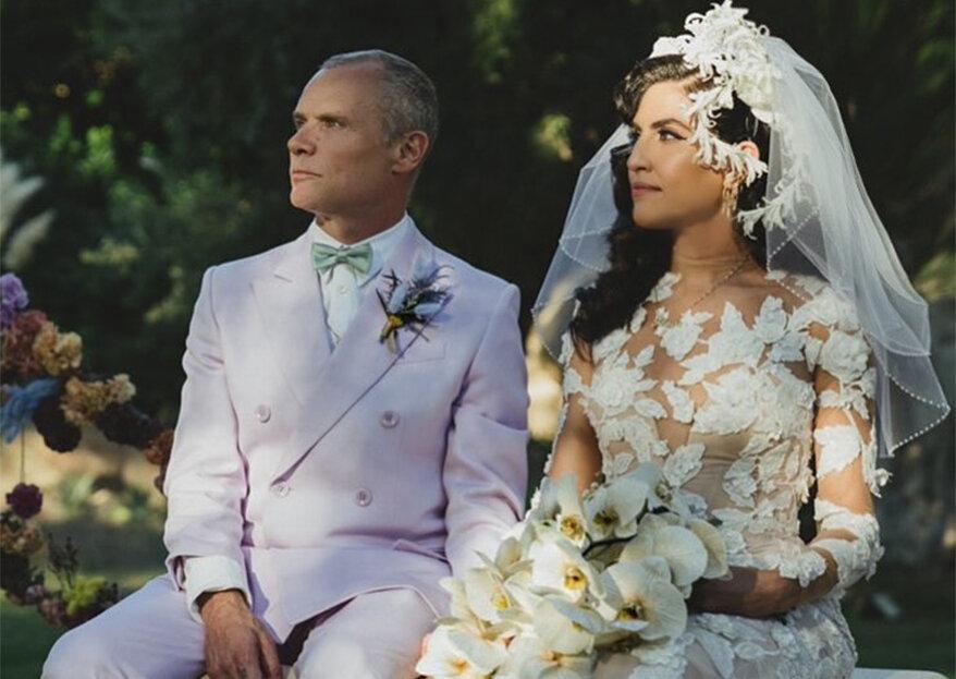 Flea, dos Red Hot Chili Peppers, e a estilista Melody Ehsan casaram. E com looks que marcam a diferença!