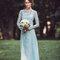 Look de noiva em tons de azul.