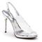 Zapatilla de novia inspirada en La Cenicienta con abertura al  frente e incrustaciones de pedrería en el tacón - Foto Stuart Weitzman