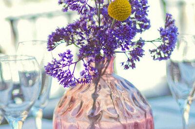 Una boda llena de elegancia: decora tu gran día con pequeños toques púrpura