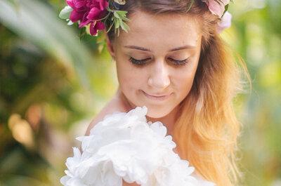 Las 40 coronas de flores para novia más elegantes: Dale vida a tu peinado con estas bellezas multicolor