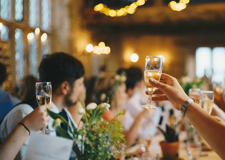 Wie wählt man den richtigen Trauzeugen aus? Bester Freund und offizieller Beistand am Tag der Hochzeit