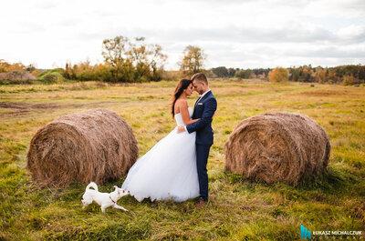 Piękna ona, piękny on i taka ładna miłość. Piękny ślub Kamili i Pawła. Nie możecie tego  przegapić.