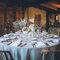 Mesa de banquete redonda con estilo rustic chic.