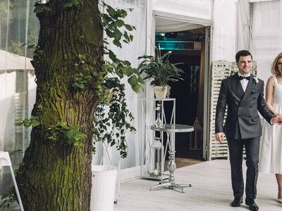 Dopracowane do perfekcji wesele Mai i Patricka w Warszawie. Zapraszamy na ucztę dla oczu!