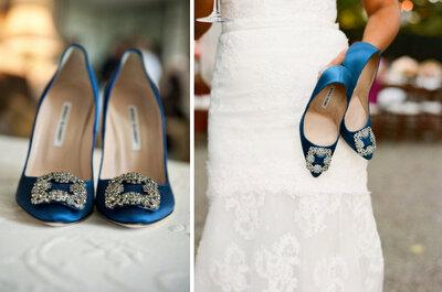 Elegantes zapatos de novia de diseñador en color azul