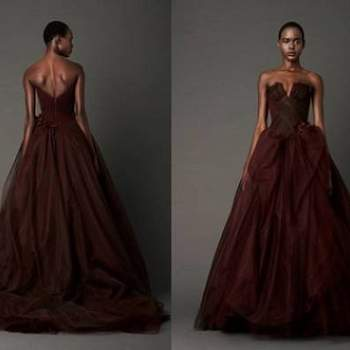 As costas do vestido de noiva são muito importantes - não se esqueça que é o que verão os convidados durante a cerimónia. E que tal optar por costas decotadas?