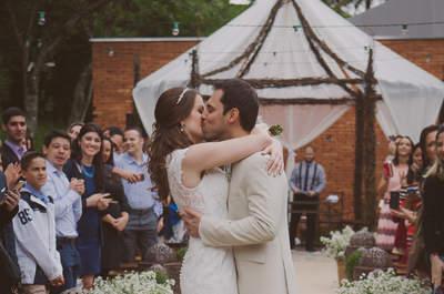 Casamento diurno ao ar livre de Thamires e Marcel: rústico, romântico e simples como o casal!
