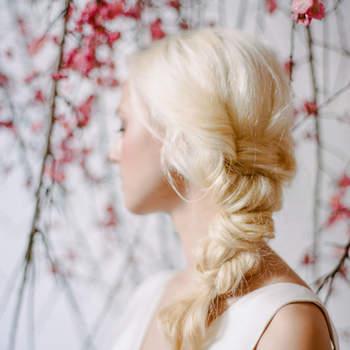 Cabelo de noiva preso | Credits: Rebecca Yale Photography