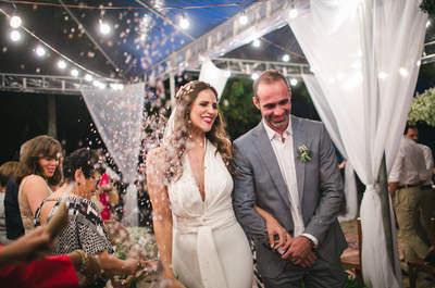 Casamento DIY de Marcela & Marcelo: na praia, com a família e uma celebrante especial!