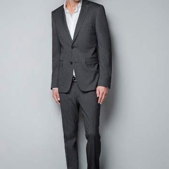 No temas usar un traje gris, sobre todo si la boda es de día. Foto. Zara