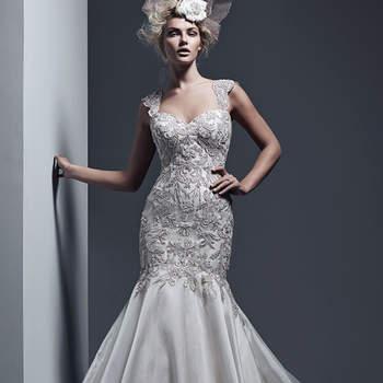 """Un vestido de novia decadente inspirado en la época Gatsby con cuerpo ceñido, silueta estilo sirena tirantes y escote cuadrado. El modelo se acompaña de bordados en relieve, así como una falda estilo satinada con cauda larga.    <a href=""""http://www.sotteroandmidgley.com/dress.aspx?style=5ST634"""" target=""""_blank"""">Sottero &amp; Midgley</a>"""