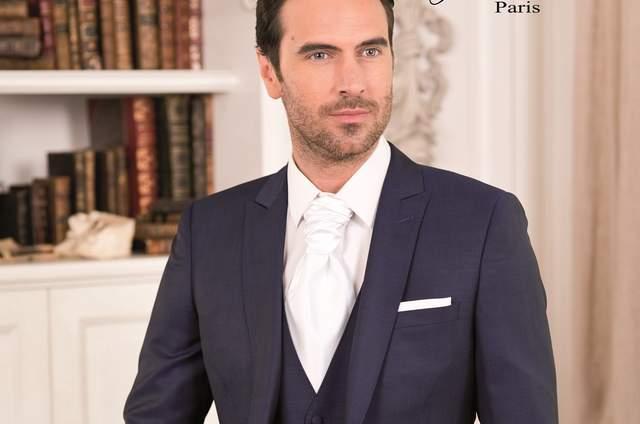Personnalisé et élégant   votre costume de marié le sera grâce à Johann 8bf1d2880567