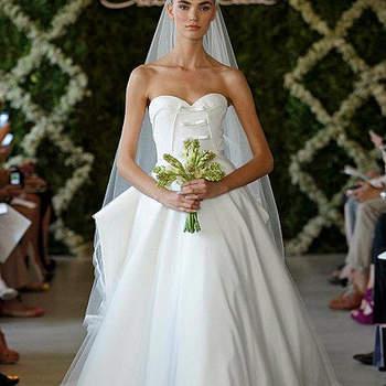 Robe de mariée bustier avec décolleté en coeur, jupe volumineuse ultra romantique. Photo : Oscar de la Renta