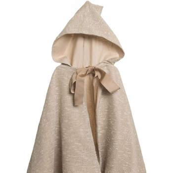 Capa de tela rústica forrada con capucha y lazada topo. Credits: atelier de la nonna