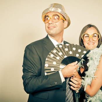 Uma boa selecção de adereços divertidos é tudo quanto precisa para animar o seu casamento. Os seus convidados vão adorar e toda a gente vai rir por muitos e bons anos com aquelas fotografias.