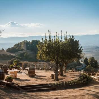 Y qué decir de su entorno... No encontrarás otro lugar con unas vistas tan impresionantes sobre Montserrat donde celebrar la ceremonia.