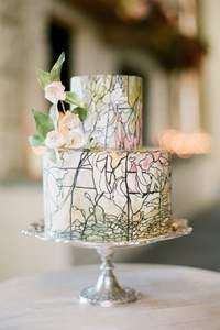 Inspírate con hermosos pasteles de boda pintados a mano