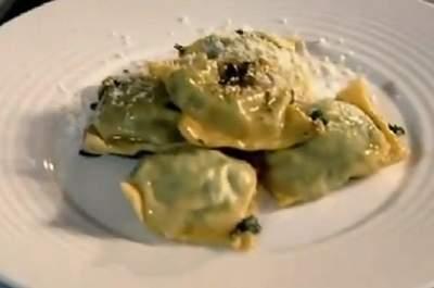 Ravioli pinoli spinaci e ricotta di Gordon Ramsey. Foto: youtube.com