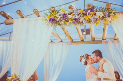 Mini wedding de Bárbara & Luiz: cerimônia emocionante e linda decoração colorida!
