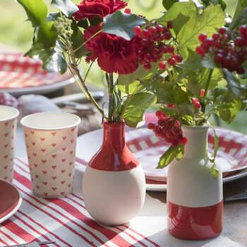 Par de jarrones escandinavos rojos- Compra en The Wedding Shop