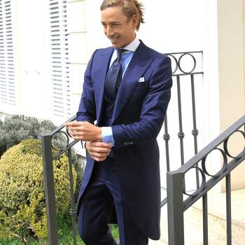 Chaqué azul. Credits: Absolute Bespoke