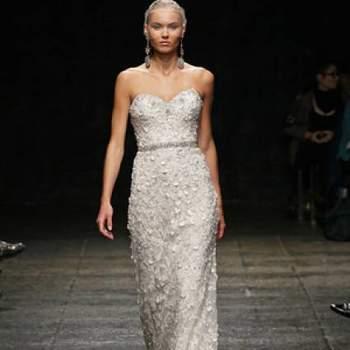 Véus estilo birdcage foram o acessório privilegiado no desfile Lazaro Outono 2013 da New York Bridal Fashion Week.