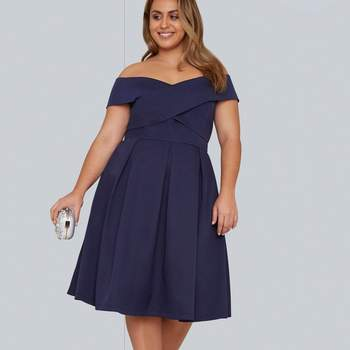 Créditos: Chi Chi London Navy Blue Bardot Midi Dress, Evans