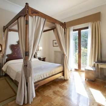 """Trasladarte a otra época y descubrir todo un mundo de detalles con una atención completamente personalizada y espacios exclusivos para tu noche de bodas, como esta suite del Parador de Teruel. Foto: <a href=""""http://zankyou.9nl.de/wdbk"""" target=""""_blank"""">Paradores</a><img src=""""http://ad.doubleclick.net/ad/N4022.1765593.ZANKYOU.COM/B7764770.4;sz=1x1"""" alt="""""""" width=""""1"""" border=""""0"""" /><img height='0' width='0' alt='' src='http://9nl.de/xyl3' />"""