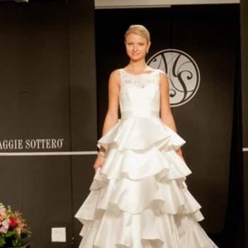 Jeu de volants de toute beauté, sur cette robe de mariée.