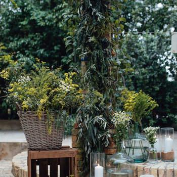 Sí a las flores silvestres para tu boda. Decoración de floristería Chitina. Credits: Kiwo