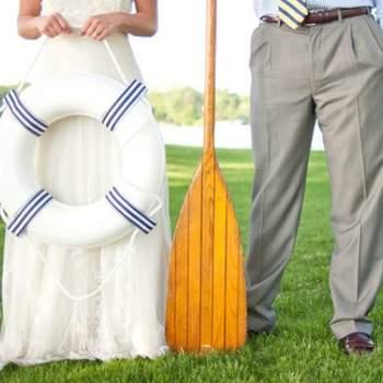 ¡Planea tus accesorios para la mejor boda en un barco que se haya visto nunca! Foto: Callie V Photography