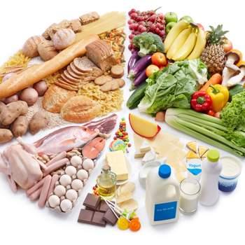 Si tratta di un regime sano che prevede la drastica riduzione di sale per privilegiare potassio, magnesio, vitamina D ed E, proteine vegetali, omega 3 e fibre. Una rivistazione della dieta mediterranea in chiave americana.